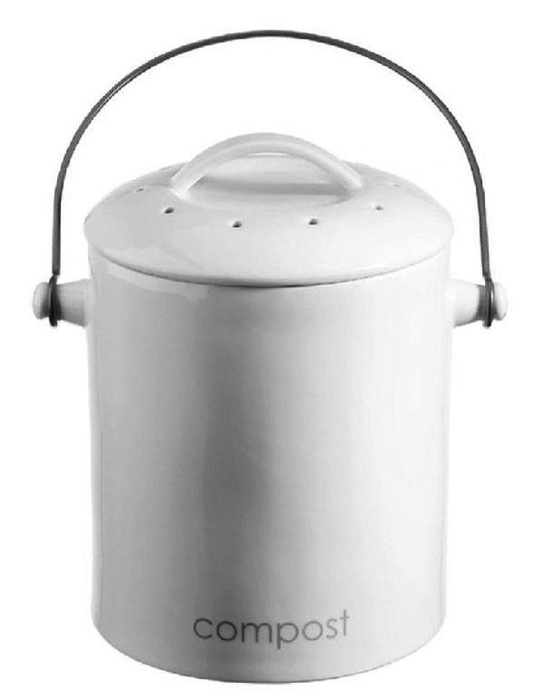 Kam sbioodpadom, kým ho odnesiete do kompostu? Kompostová nádoba Eco nielenže dobre vyzerá, ale aj zabraňuje zápachu, takže ju nebudete musieť schovávať abude príjemným doplnkom vašej kuchyne. Ecology predstavuje nový amoderný rad talianskej spoločnosti R2S. 18 cm (priemer) × 24 cm (výška),  50,68 €, www.bytovedoplnky.sk