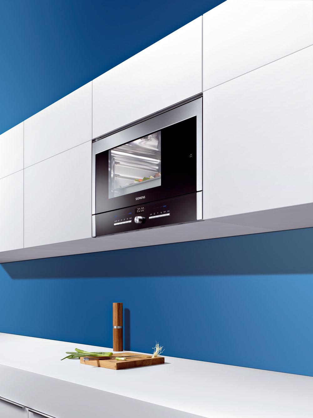 Parná rúra Siemens do horných skriniek vhodná do malých bytov (srozmermi ako mikrovlnka asbočným otváraním), 809 €
