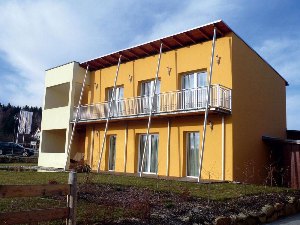 Energeticky pasívny dom vGroschonau (Nemecko) charakterizuje jednoduchá kompaktná forma.