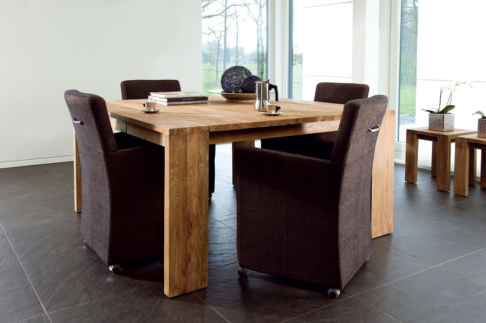 Jedálenský stôl Fissure sdvomi zásuvkami zrecyklovaného tíkového dreva, rozmery 90×90cm, cena 660 €