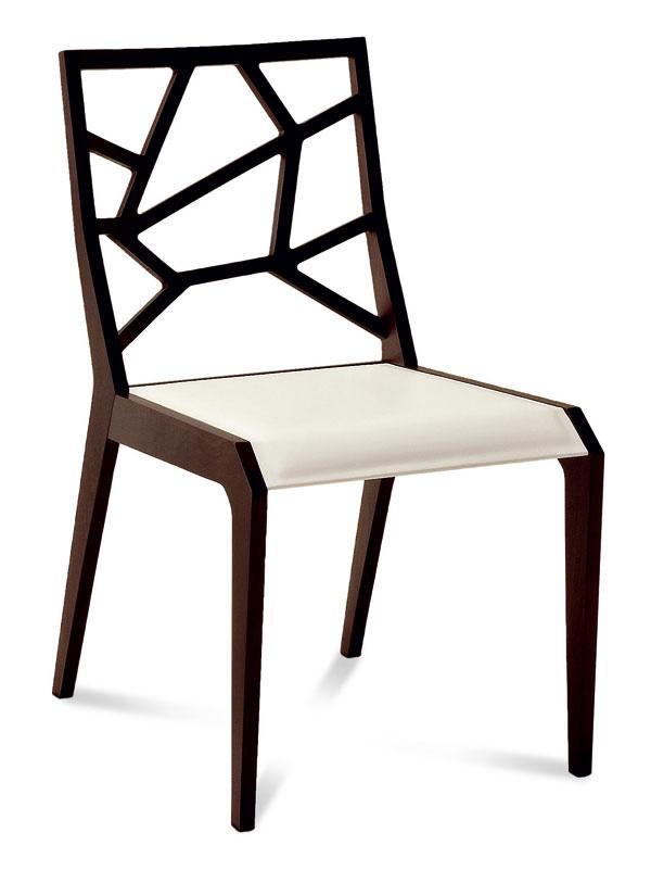 Drevo je klasika, vhodná aj do minimalisticky riešených interiérov. Luxusná, drevená stolička Ra sjedinečným dizajnom. Vyrobená zbukového dreva, sedacia časť potiahnutá regenerovanou kožou, cena 391,40 €, predáva www.italiastyle.sk