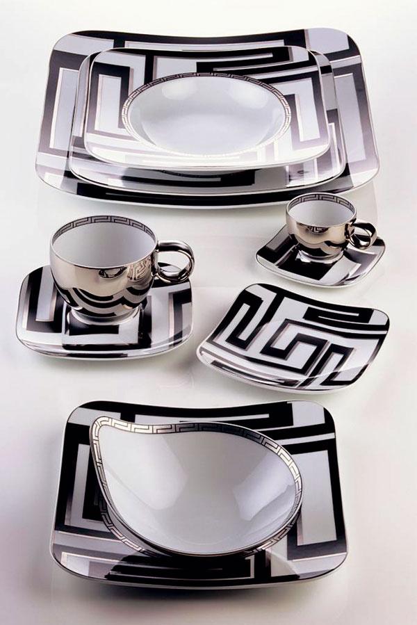 Grafické prvky sú in nielen vinteriéroch, ale aj pri stolovaní. Porcelán značky Versace pre Rosenthal, cena 726€, predáva Design House.
