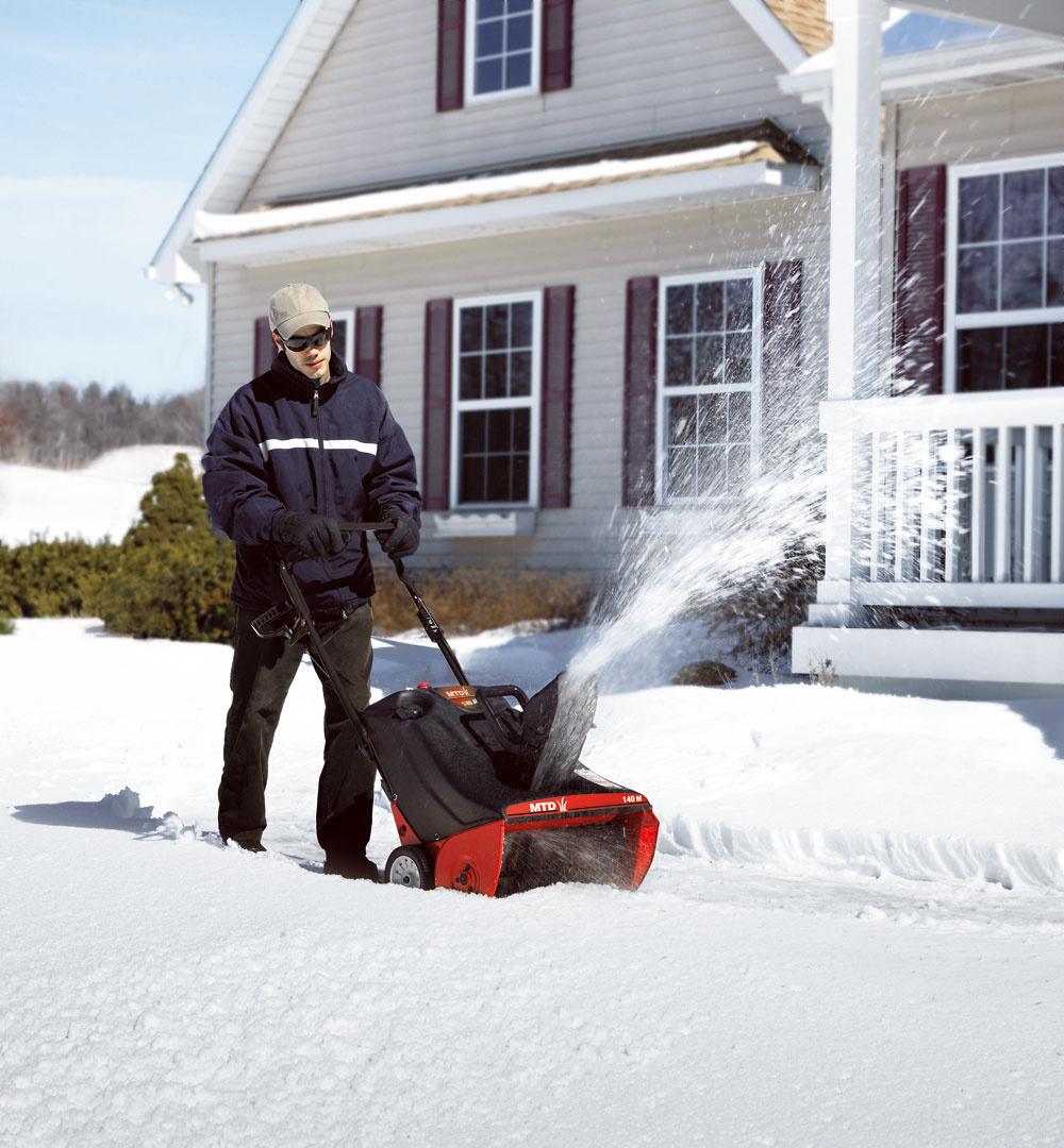 Snehovú frézu MTD 140 M predáva AGF Invest.