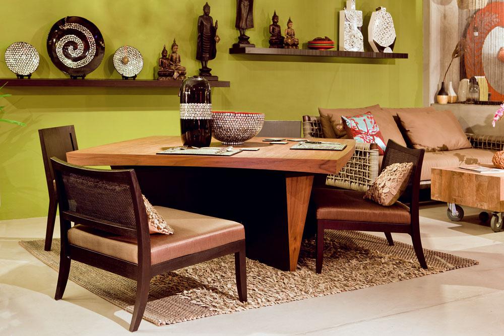 Jedálenský stôl Wedge sprírodnou dyhou, vorechovom vyhotovení, rozmery 150 × 150 × 75 cm, cena 1 597 €