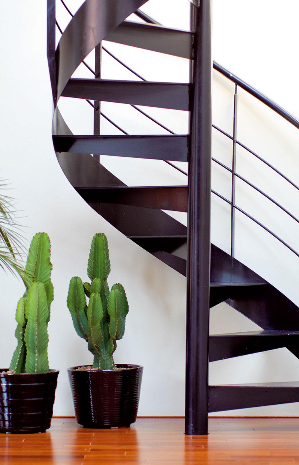 Kaskadérský záber nášho fotografa zo špirály schodiska.