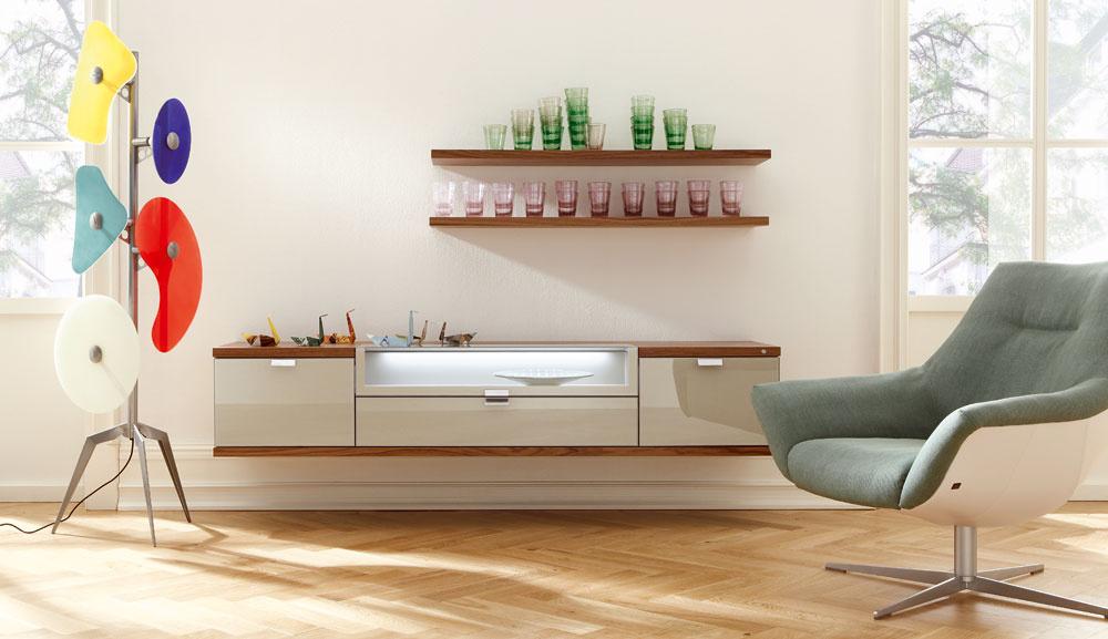 Papagájske maniere alebo frivolná farebnosť nábytku