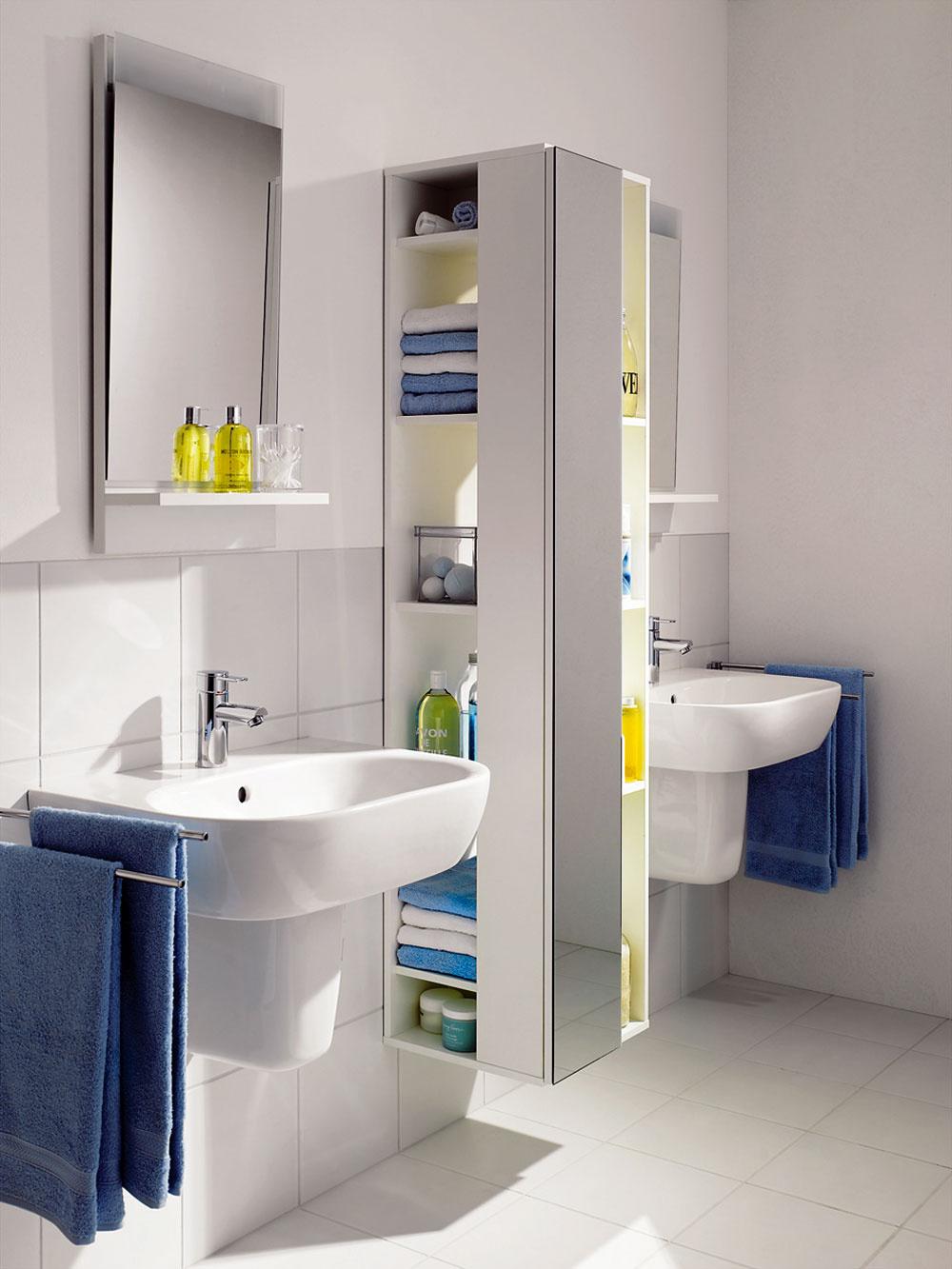 Na kúpeľňovom nábytku sa neoplatí šetriť. Dômyselne navrhnuté nábytkové kusy uskladnia, čo treba, a odsadené od zeme vpustia do miestnosti viac vzduchu. V tomto prípade absencia dvierok dovoľuje vysunúť telo skriniek viac do priestoru. (foto: Sanitec)