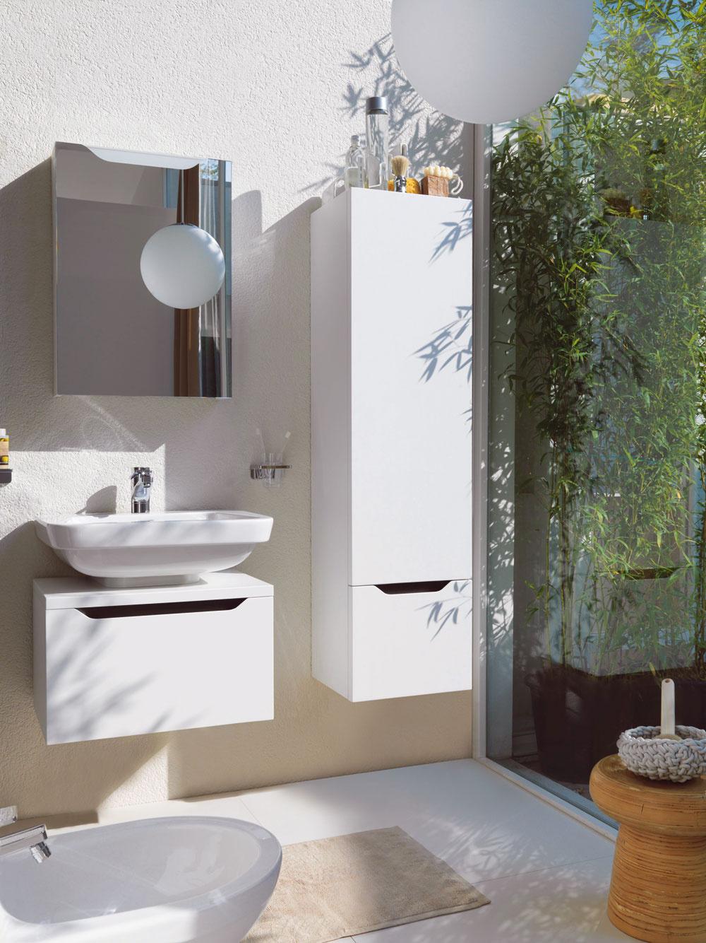 Priestor pod umývadlom – nezabúdajte naň. Priam sa núka na umiestnenie kúpeľňovej skrinky. Z čisto praktického hľadiska pri upratovaní je vhodnejšie nechať medzi skrinkou a podlahou medzeru. (foto: Laufen)