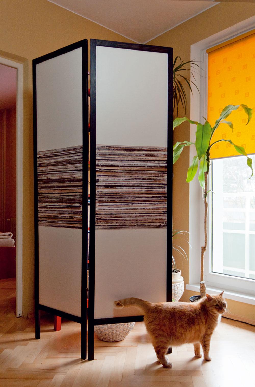 Ručne maľovaným paravánom dotvarujete existujúcu priečku podľa vašich momentálnych potrieb. Splynie sdizajnom celého interiéru astane sa jeho plynulým pokračovaním.