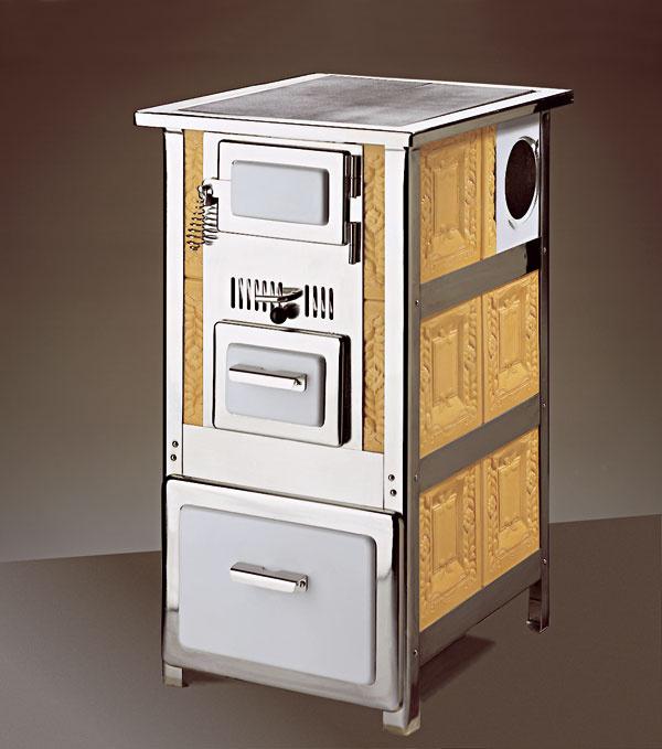Kachľový sporák apiecka vyhotovené vložením kachlíc do kovovej rámovej konštrukcie. Spotrebiče možno preniesť.