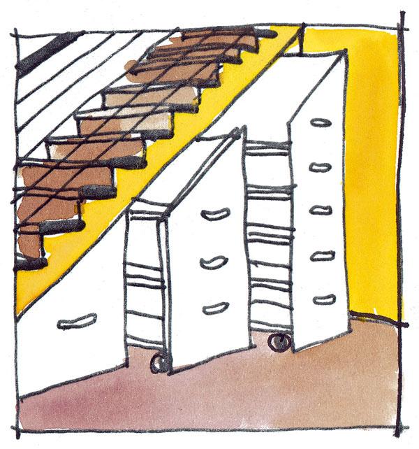 Oniečo lepším, hoci drahším riešením ako police sú zboku vyťahovacie zásuvky rôznych veľkostí, ktoré výborne využijú celú hĺbku schodiska. Zatiaľ čo vzadných častiach obyčajných políc sa hromadí neporiadok, takéto zásuvky umožnia pohodlné aprehľadné skladovanie vcelej hĺbke priestoru pod schodiskom. Ešte praktickejšie sú zásuvky-kontajnery na kolieskach, ktoré majú prednú stranu skosenú tak, aby kopírovali tvar schodiska, pričom regály sú prístupné zjednej alebo oboch strán. Mimochodom, zásuvky sa nemusia vždy vyťahovať zboku.