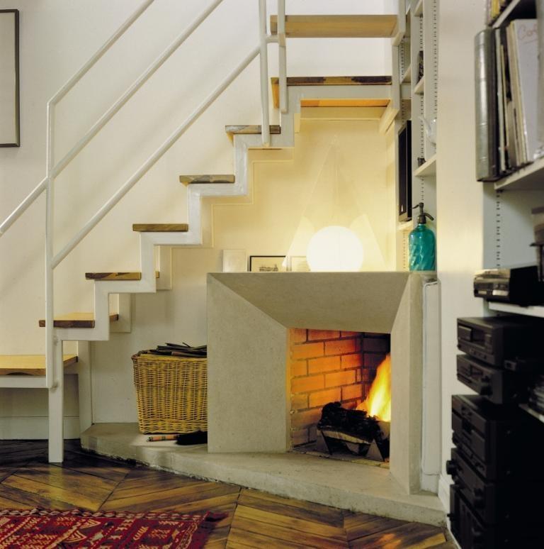 Zabudnutý priestor pod schodiskom tentokrát až taký zabudnutý nezostal. Ak už rozhodne neviete kam, vymyslite si podobné vtipné, ale o to praktickejšie riešenie. Nech je to aj pod schodami. (foto: MK Profi Český Krumlov)