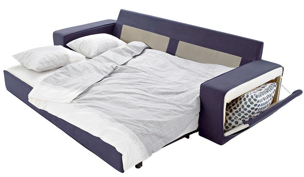 Už dávno neplatí: malý byt, malé možnosti. Výrobcovia nábytku nezabúdajú ani na majiteľov bytov srozlohou oniečo väčšou ako 30 m2. Rozkladacia pohovka je obývačkový chameleón. Cez deň sa tvári ako sedačka, ktorej spoločnosť robia nanajvýš vankúše, aspríchodom noci sa premieňa na lôžko určené na spanie. Rovnako dobre poslúži ako prechodná nocľaháreň pre návštevu, ak váš byt nemá hosťovskú izbu.
