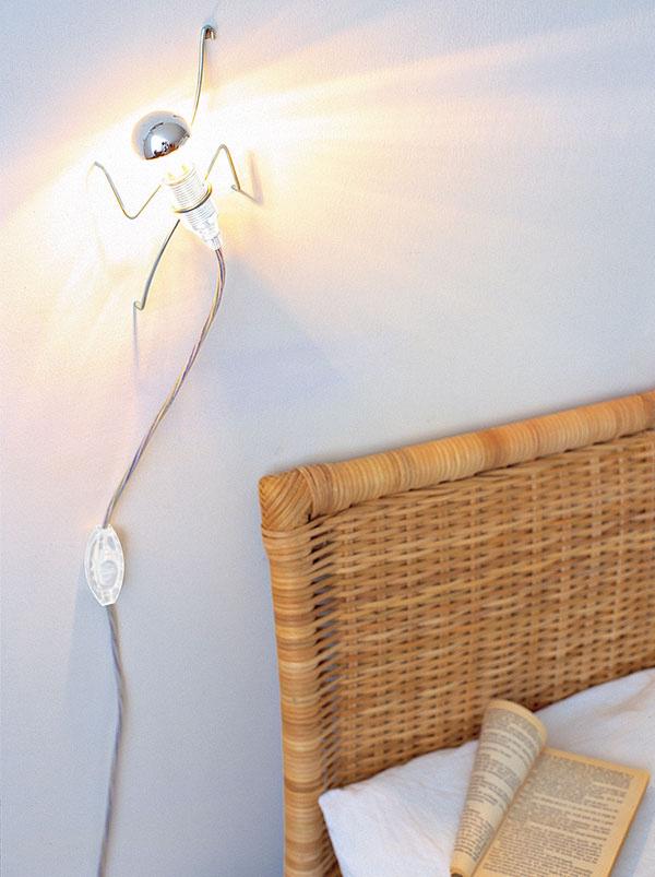 Snástennou lampičkou Climbing Light od značky Black + Blum si určite spestríte izbu. 41,50 €,  www.bytovedoplnky.sk