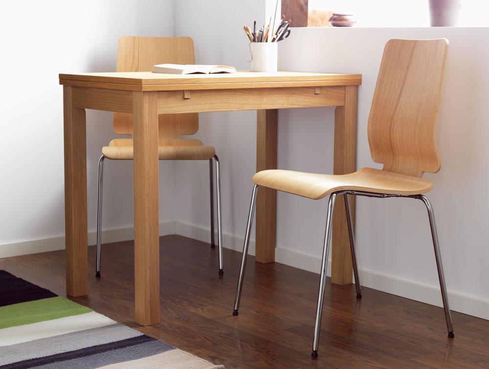 Rozmer atvar jedálenského stola sú závislé od priestoru, kde sa bude nachádzať, aod počtu stolujúcich. Do malého priestoru je vhodnejší štvorcový alebo obdĺžnikový stôl smožnosťou rozloženia. Na kruhový stôl potrebujete viac miesta. (foto: IKEA)