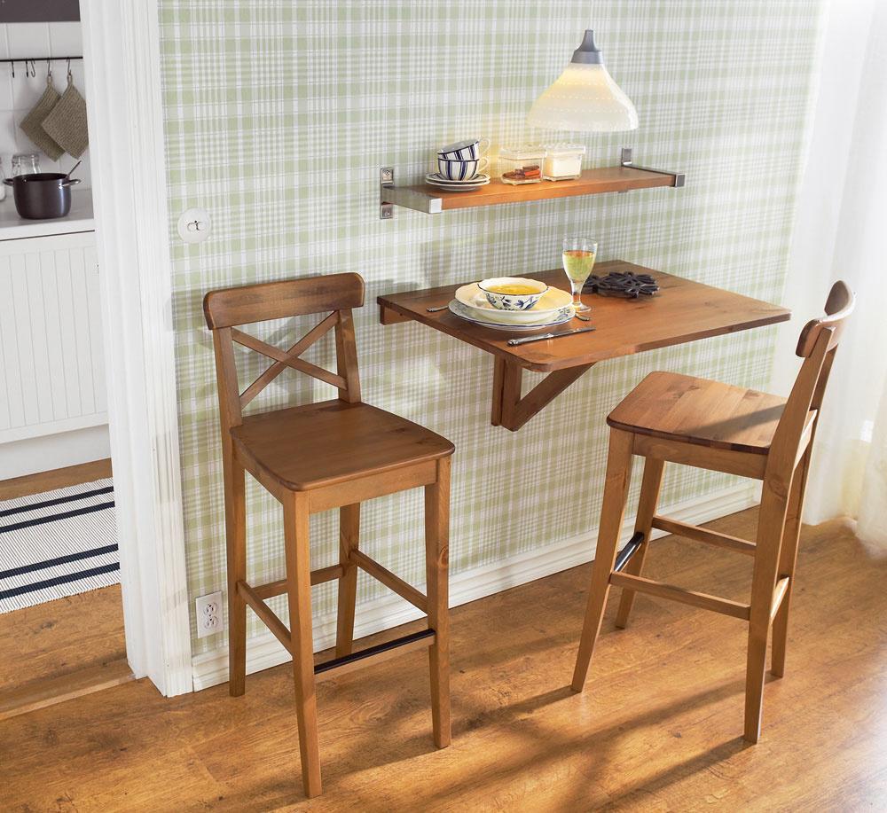 Dobrý nápad – porozmýšľajte nad spolupôsobením viacerých kusov nábytku aj ziných miestností. Príručný raňajkový stolík sa môže premeniť na skutočne veľkú slávnostnú tabuľu, jednoduchým priložením rozkladacieho stola zobývacej izby alebo pracovne. Treba na to myslieť pri zladení ich výšok. (foto: IKEA)