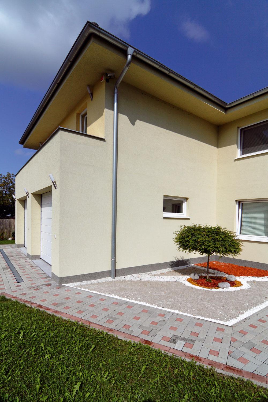 Do nového domu sa majitelia nasťahovali po jedenapolročnej výstavbe, ktorú oproti štandardnému času otrištvrte roka predĺžili poveternostné podmienky.