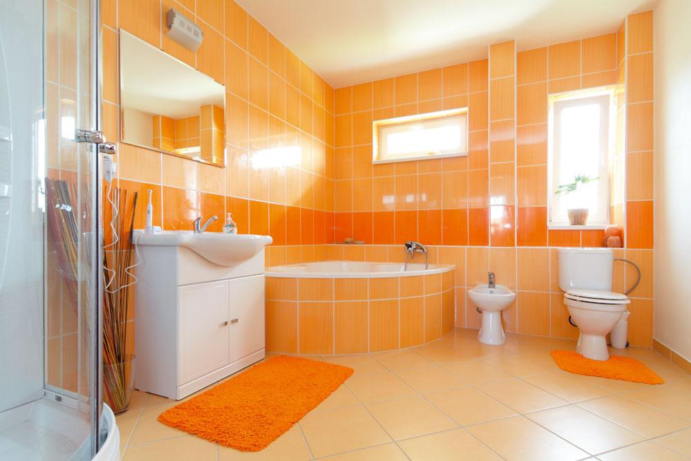 Veľkorysým kúpeľniam obetovali vkaždom byte jednu izbu.