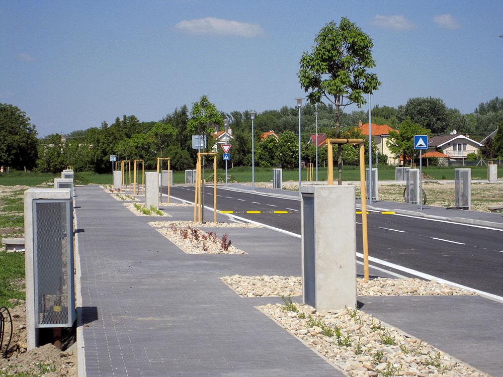 Projekt obytnej zóny Mladé Čunovo je zaujímavý najmä konceptom príjemného prírodného prostredia so širokými cestami achodníkmi, veľkoryso riešenou verejnou zeleňou, možnosťami športového vyžitia atiež dobrou dostupnosťou do centra Bratislavy. Podľa predajcu projektu, spoločnosti IURIS, je záujem najmä omenšie pozemky do 6 árov, ale aj orodinné domy vradovej zástavbe. Ceny pozemkov sa pritom pohybujú od 164 € za štvorcový meter. Momentálne je obytná zóna vo fáze výstavby – inžinierske siete akomunikácie sú už skolaudované adeveloper zvažuje, akú občiansku vybavenosť nová štvrť ponúkne. Jej budúci obyvatelia môžu svoje predstavy tlmočiť prostredníctvom internetového dotazníka na stránke www.mladecunovo.sk.