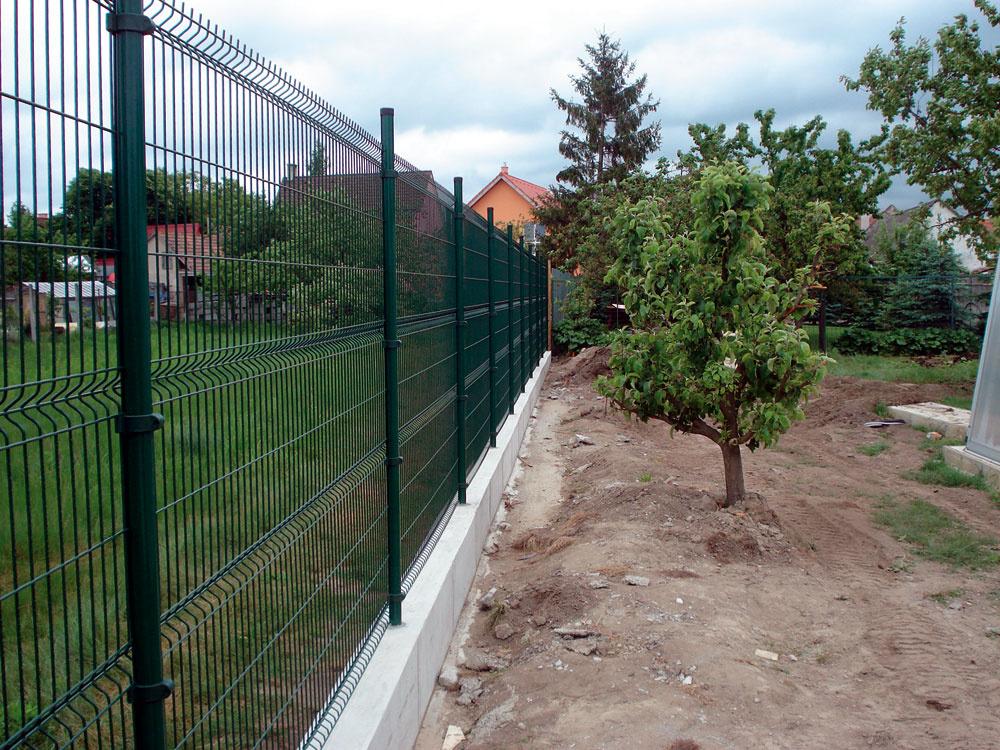 Vyberáme oplotenie pre náš pozemok a záhradu