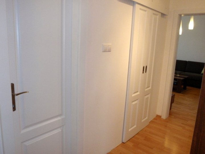 Chodba - vchody do kúpeľne a WC