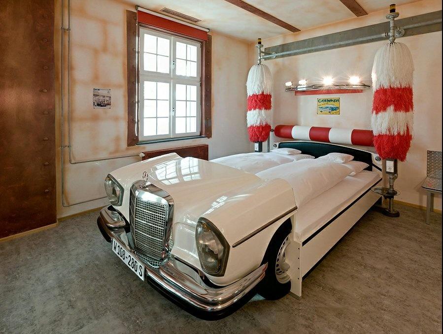 Jedna z hotelových izbieb v hoteli V8 v nemeckej automobilovej metropole Stuttgard.