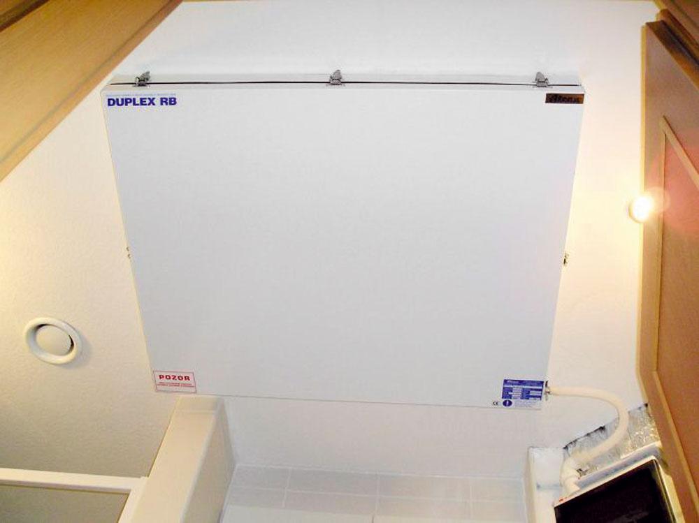 Možnosti na osadenie VZT zariadení sú rôzne –závisia od typu konkrétneho zariadenia. Dajú sa namontovať pod strop, na stenu alebo vprípade veľkých jednotiek, ktoré vsebe kombinujú viaceré technologické celky, umiestniť do samostatnej strojovne. (foto: Atrea)
