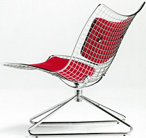 Červená farba posilňuje vôľu apôsobí proti únave. Pohodlná otočná stolička Meganet, Esedra by Prospettive, dizajn Paolo Chiantini – Gualtiero Sacchi, cena 740,40 €