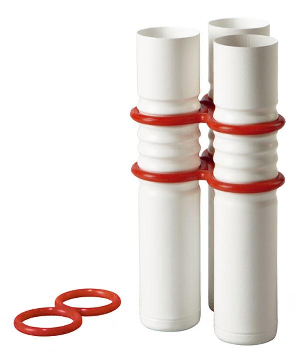 Váza Livat. Súčasťou balenia je aj ďalší gumený krúžok, ktorým spojíte viac váz dokopy, výška 17cm, cena 2,49€ /3 kusy vbalení, IKEA, a.s.