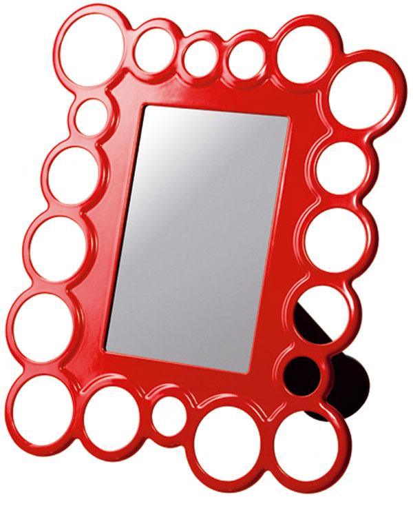Včínskej kultúre je červená farbou šťastia, vIndii manželstva avzápadnom svete symbolom lásky, romantiky, vášne aodvahy. Rám na fotografie Olsbo môžete zavesiť alebo postaviť, horizontálne aj vertikálne, cena 2,99 €, IKEA, a.s.