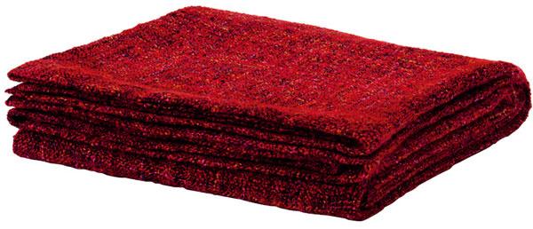 Príjemne mäkká deka Gurli je na jesenné večery ako stvorená, rozmery 120 × 180 cm, cena 9,99 €,IKEA a.s.