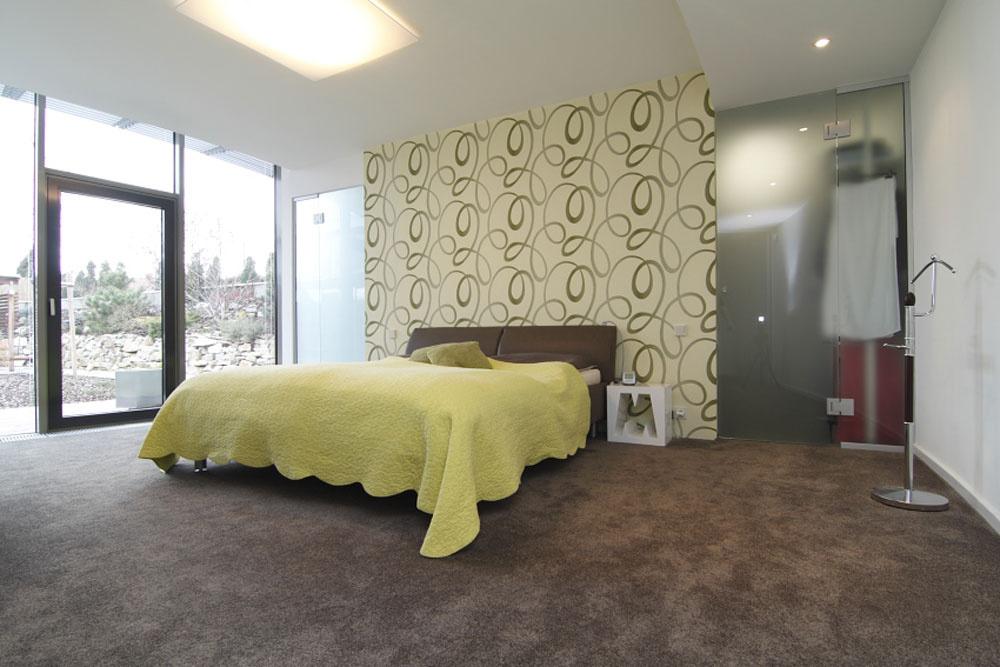 Spálňou rodičov svlastnou kúpeľňou ašatníkom sa končí nočná časť domu.