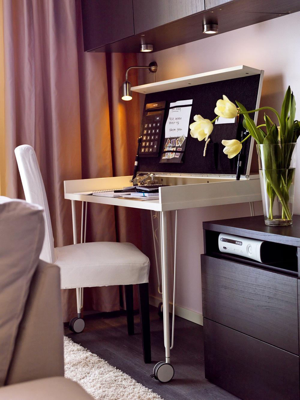 Pracovný stôl sotváracou doskou Vika Veine, 99,90 €, nohy Vika Runtorp, 10 €/ks, Ikea