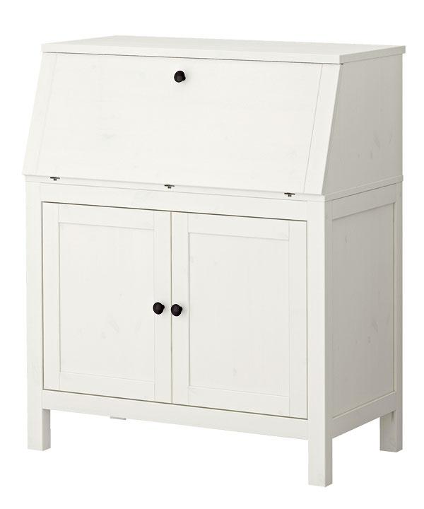 Pracovný stôl, ktorý po ukončení fušky stačí len zatvoriť, sa kamufluje ako nenápadná skrinka. Hemnes, 219 €, Ikea