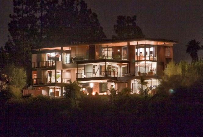 Dom s ôsmimi kúpeľňami herca Ashtona Kutchera