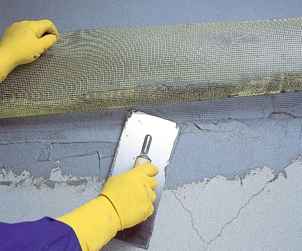 Hydroizolácia balkóna sa zaistí pomocou spojitej vrstvy hydroizolačného stierkového materiálu.