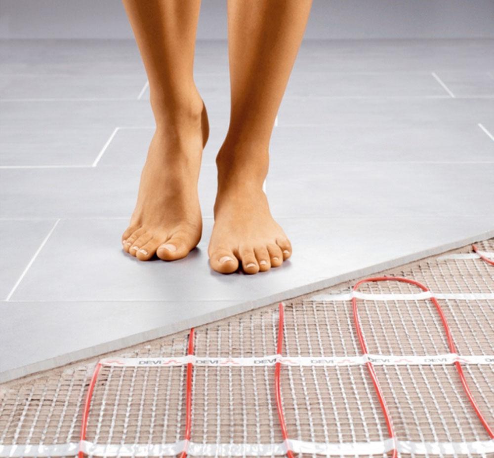 Pri renovácii aprestavbách je možné ultratenkú elektrickú vykurovaciu rohož položiť priamo do lepidla na dlažbu, atým vytvoriť na starom povrchu novú podlahu.