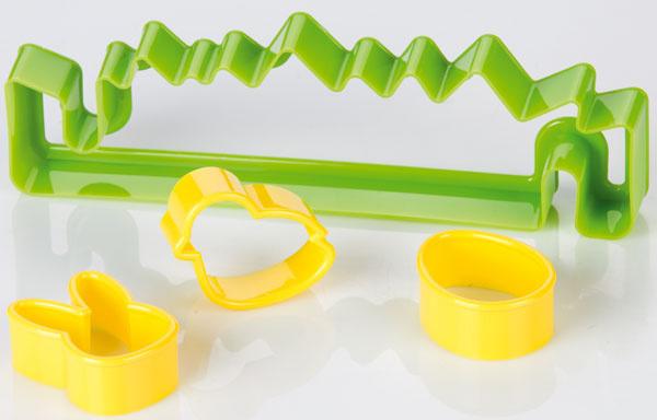 Vykrajovač Delícia – veľkonočná záhradka 631433 zodolného plastu. Návod na použitie arecept vo vnútri balenia. Vhodná do umývačky. Cena 3,90 €.