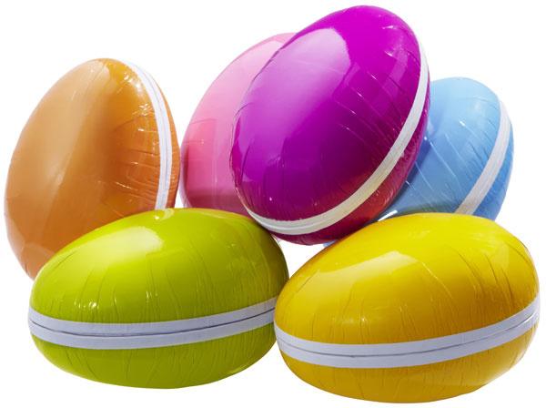 Papierové vajíčka Påskägg vrôznych farbách. Naplňte ich sladkosťami apodarujte svojim najbližším ako veľkonočný darček – alebo si nechajte všetko pre seba. Cena 1,20 €.