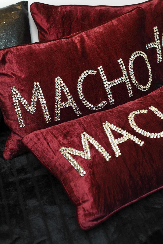 Vankúš Macho Glamour, 60 × 40 cm, cena 96,60 €.