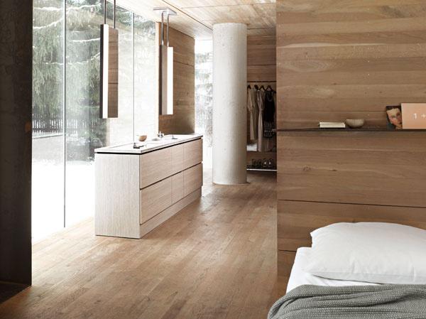 Otvorenému interiéru pristane otvorenie smerom do exteriéru. Obmedzovanie masívnymi konštrukciami potrebnými na zariadenie kúpeľne je minulosťou. Umývadlo si už môžete pokojne umiestniť aj pred transparentnú konštrukciu, nezávisle od zvislej steny.