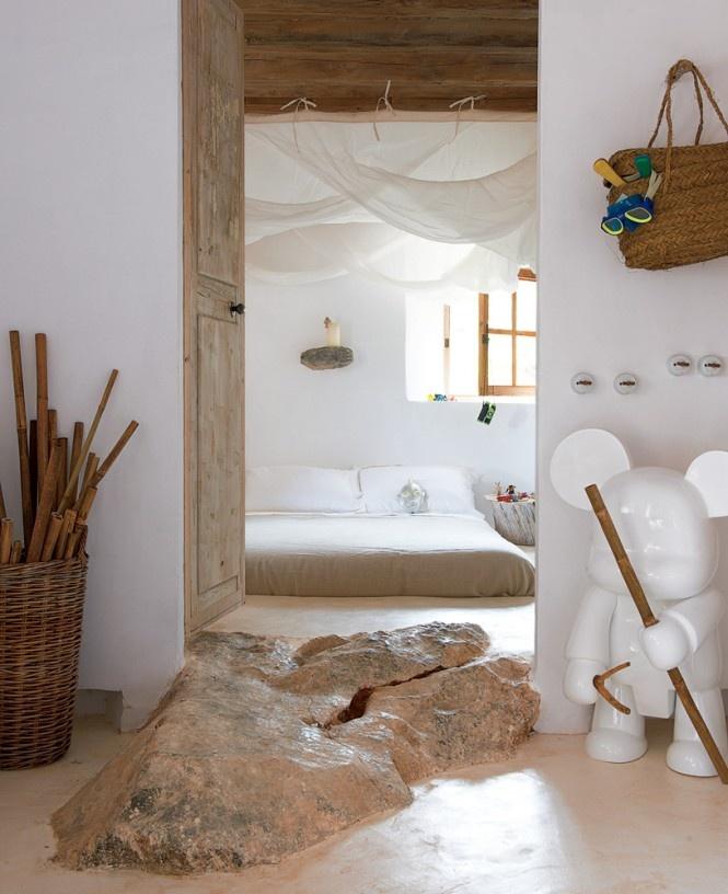 Pobrežný jaskynný dom, ktorý navrhol a realizoval francúzsky dizajnér Alexandre de Betak