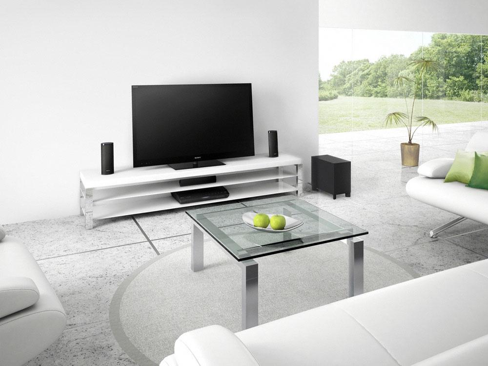 Domáce kino Sony BDV-E280 prehráva video zrôznych diskov ainternetu, má rýchly štart, ovládanie vprehľadnom menu, jednoduchý webový prehliadač uľahčuje prezeranie obsahu na internete, automaticky vylepšuje kvalitu na vysoké rozlíšenie, umožňuje pripojenie dvoch externých zariadení súčasne či bezdrôtové sťahovanie súborov. Cena 399 €.