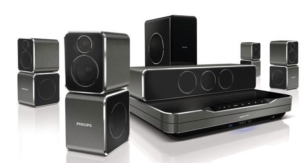 Domáce kino Philips HTS9540 Immersive Sound stechnológiou 360Sound (vyplní miestnosť zvukom zo všetkých uhlov), automatická kalibrácia zosychronizuje reproduktory, Dolby TrueHD aDTS-HD (vysoká vernosť priestorového zvuku), Full HD 3D Blu-ray, vstavané wi-fi so službou Net TV, dok na prehrávanie zprehrávača iPod alebo iPhone, kompatibilný sfunkciou zobrazenia Multi-view televízora Philips Cinema 21 : 9. Odporúčaná cena 1299 €.