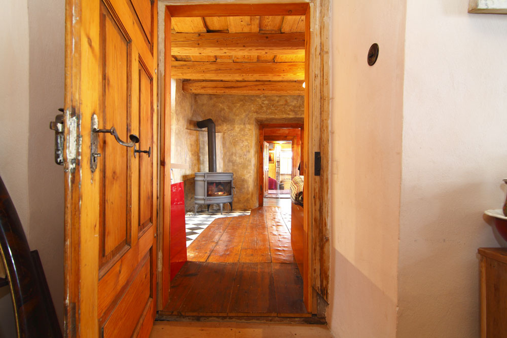 Na prelome 19. a20. storočia sa banícke domčeky rozrastali do strán ojednu alebo aj dve miestnosti. Drevené trámové stropy sa menej zdobili akonštrukčne odľahčovali.