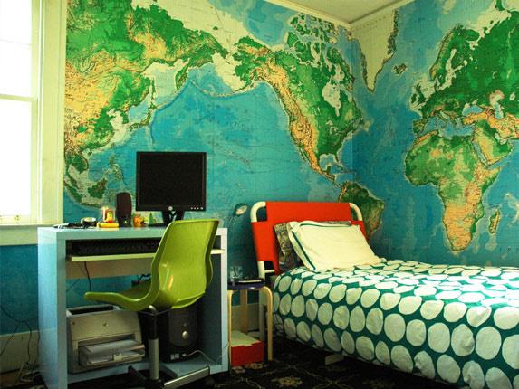 Občas si na steny lepíme veci, ktoré si chceme zapamätať. Nemusia to byť vždy zložité a nudné veci. Napríklad taká svetová mapa. Je z nej skvelá ozdoba stena a navyše aj niečo naučí.