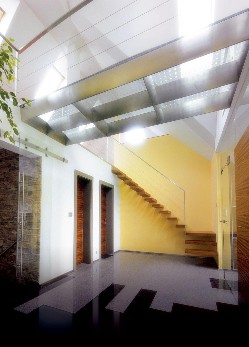 Vprípade, že po schodisku pohodlne abezpečne kráčame, myšlienkami sme pritom niekde inde, znamená to, že projektant dokonale premyslel návrh astavebná firma urobila dobrú prácu.