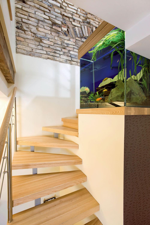 Ak sa vám zdá, že schody do malého priestoru vymyslíte bez výpočtu abez projektu od odborníka, tak vás po dokončení stavby môže prekvapiť nepohodlie anebezpečný výstup azostup pre nepravidelnosť výšky či šírky jednotlivých schodov. Každý centimeter mimo rytmus ohrozuje bezpečnosť schodolezcov.