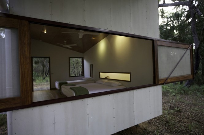 Či už vám táto stavba pripomína viac kemping alebo vrak lietadla, nemôžete nesúhlasiť, že ide o naozaj netradičný dom.