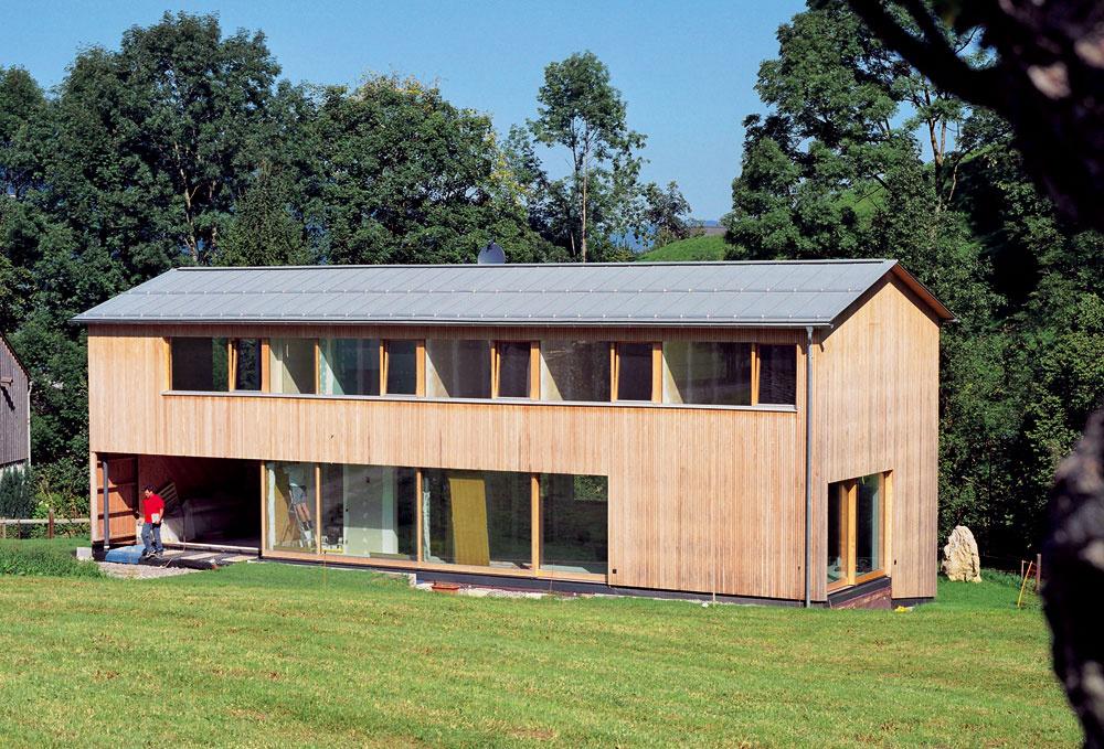 Ťažisko zodpovednosti aprofesijnej erudovanosti projektovej prípravy domu musí byť na tvorcovi, teda architektovi návrhu. Mal by to byť architekt, ktorý zastreší celý proces vzniku nového rodinného domu. Bez ohľadu na to, akou formou sa dostáva projekt alebo realizácia ku konečnému užívateľovi, je úloha architekta pri vytváraní kvalitného obytného prostredia nenahraditeľná.